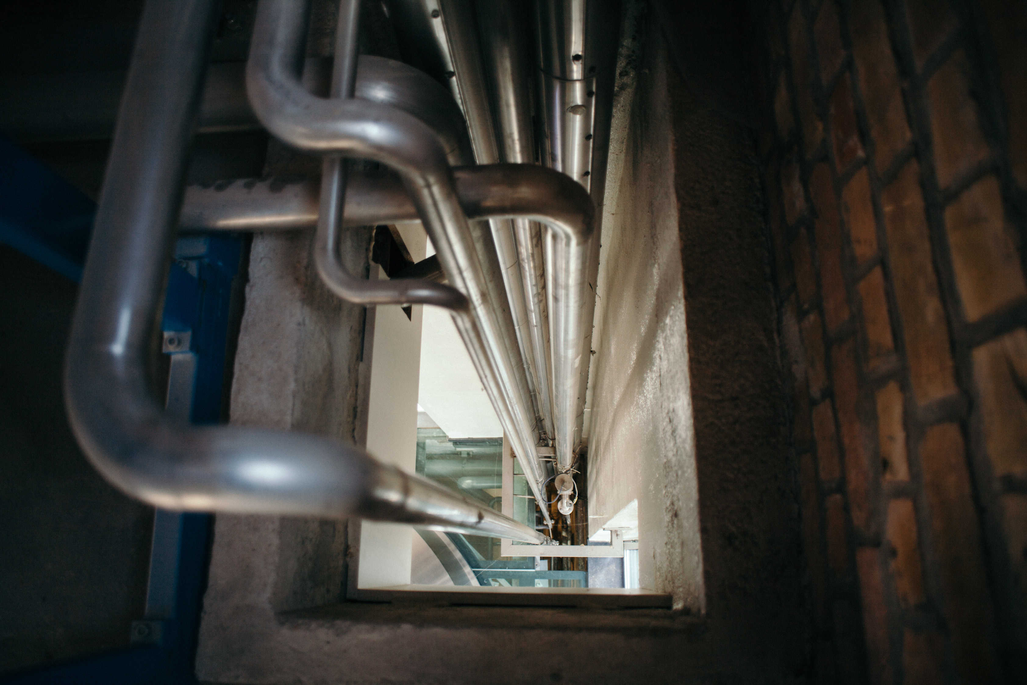 Pipes flowing vertically in Brewery De Halve Maan